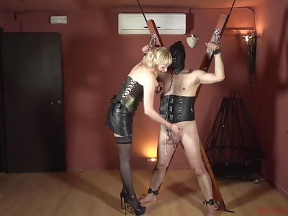 Femdom with a mature who wants to hurt her male slave