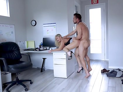 Muscular guy fucks the matured Miss Lonelyhearts until stuffing her ass