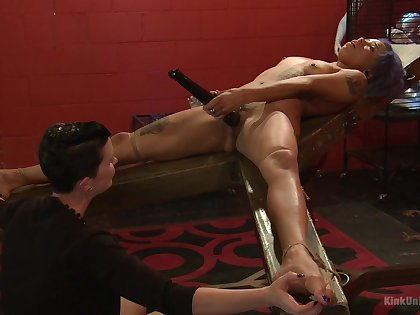 Mistress shows younger slave girl too bad oral stimulation