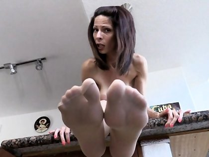 Full-grown Nylon Foot Tease
