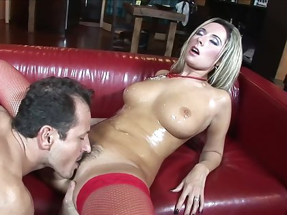 Honcho MILF loads her trimmed cherry upon quite a locate
