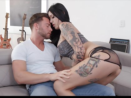 Sassy tattooed bitch Janey Doe gives her head and gets fucked hard