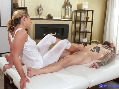 Lovable masseuse feels like fucking authentication such warm footjob